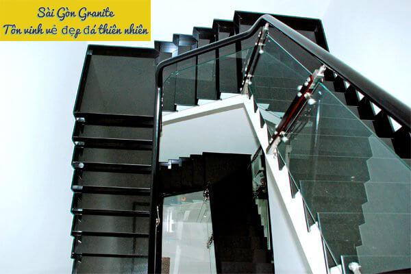 Cầu thang ốp đá granite đen lông chuột
