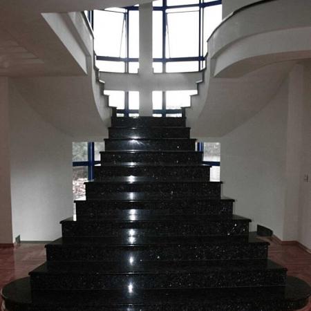 Cầu thang ốp đá kim sa trung